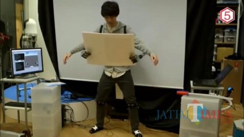 Foto utama. Alat Metalimbs bertangan dua yang dikembangkan peneliti asal Jepang. (Foto: youtube)