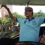 Cawapres nomor urut 2 Sandiaga Uno selepas bertemu pengusaha konveksi di Tulungagung,  Kamis (20/12) (foto:  Joko Pramono/Jatimtimes)