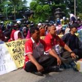 Mantan buruh PT TAP mengikuti persidangan di PN Bangil.