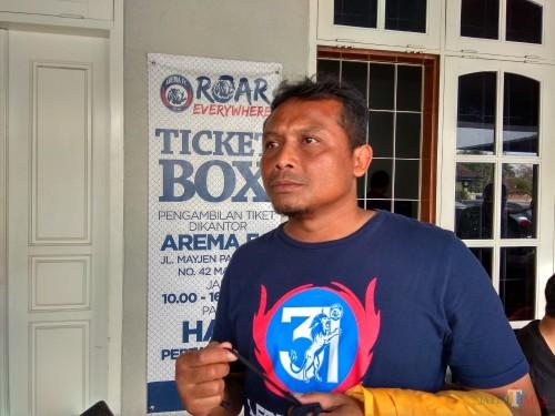 Asisten pelatih Arema FC, Kuncoro (Hendra Saputra)