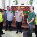 Kapolrestabes Surabaya Kombespol Rudi Setiawan saat mengunjungi Gereja Santa Maria Tak Bercela.