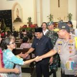 Jajaran Forkopimda Jatim saat mengunjungi Gereja Santa Maria Tak Bercela