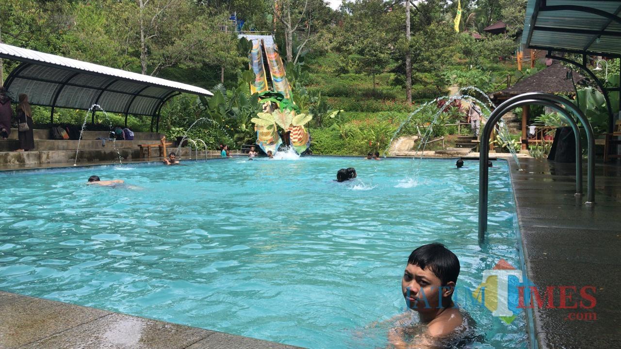 Wahana Kolam Renang di Agro Wisata Tugu Park sangat diminati wisatawan / Foto : Istimewa / Tulungagung TIMES
