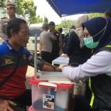 Petugas gabungan saat melakukan giat Ramp Check jelang akhir tahun 2018, Kecamatan Sumberpucung (Foto : Ashaq Lupito / MalangTIMES)