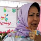 Wali Kota Batu Dewanti Rumpoko saat menemui awak media di Kecamatan Bumiaji. (Foto: Nurlayla Ratri/MalangTIMES)