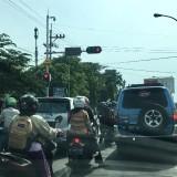 Kemacetan di persimpangan jalan di Kota Pasuruan.