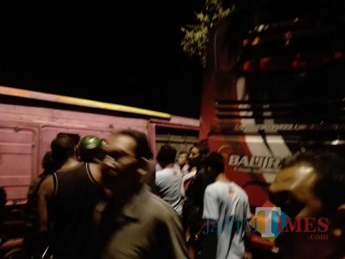 Bat Bus 12 >> Tabrakan Maut Di Pantura Banyuwangi Sopir Bus Bali Radience