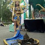 Gaun bertema Pantai Balekambang (foto: Imarotul Izzah/Malang Times)