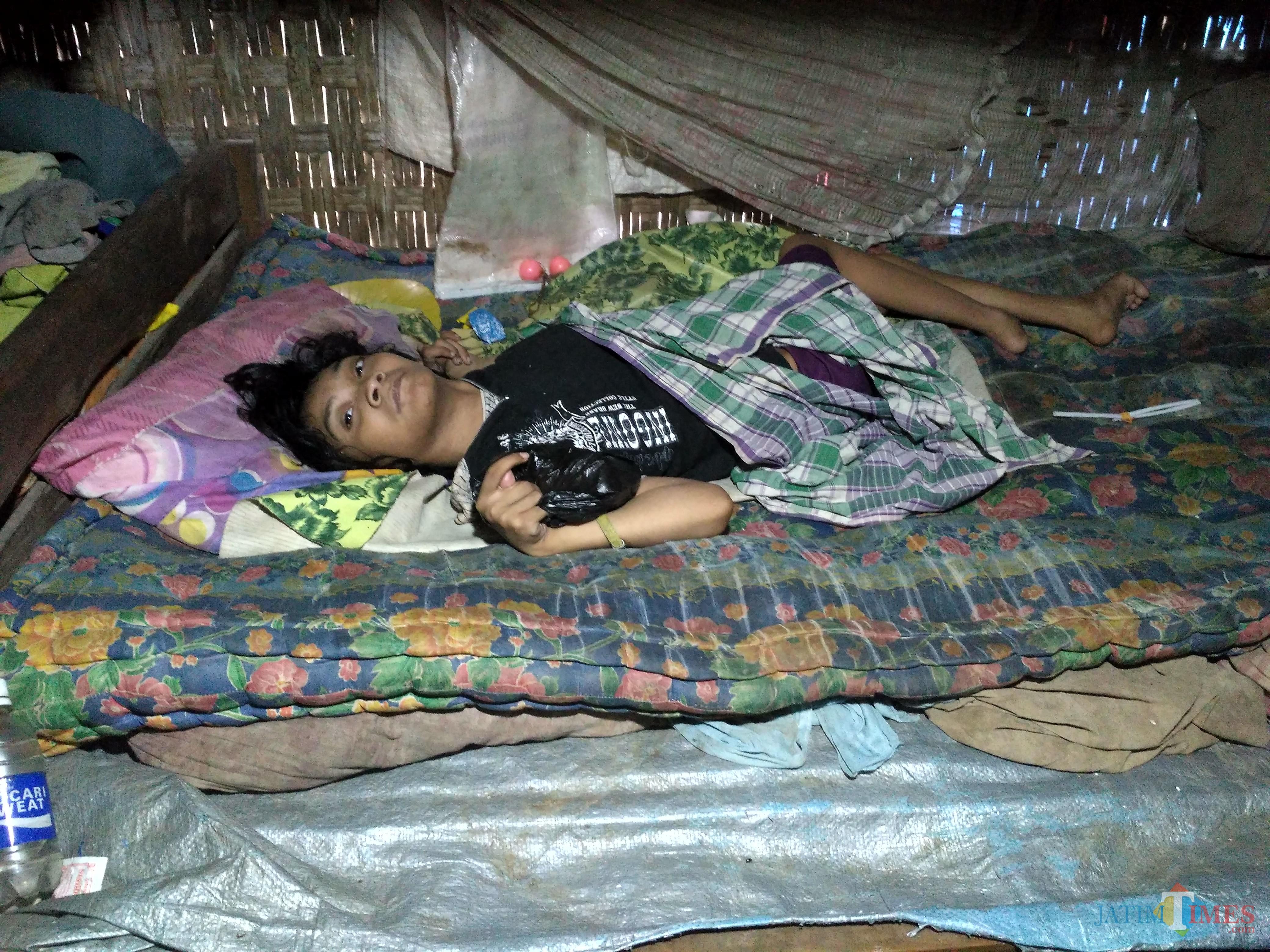 Yusiana, gadis yang 28 tahun hidupnya hanya di kamar pengap / Foto : Anang Basso / Tulungagung TIMES