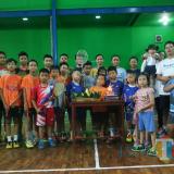 Tim pelatih dan atlet PB Brawijaya Yunior ketika foto bersama di GOR Kanaya (PB Brawijaya Yunior for MalangTIMES)