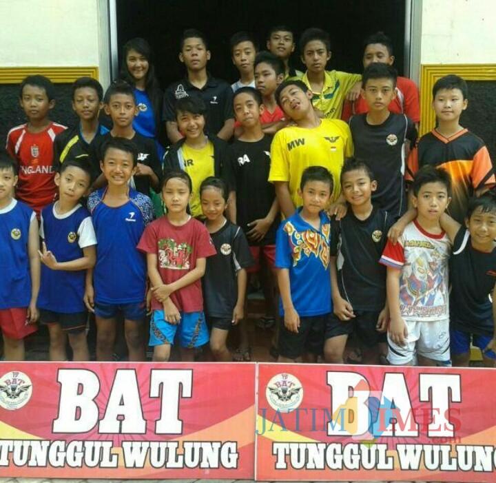 Tim BAT saat foto bersama di tempat latihan, Gedung Mahkota (PB BAT for MalangTIMES)