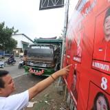 Baliho caleg PDIP dapil III di pertigaan JLU. Nama caleg nomor 4 tulisannya  salah.  (Agus Salam/Jatim TIMES)
