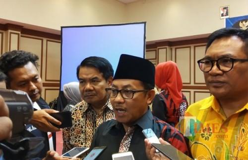 Wali Kota Malang, Sutiaji (tengah), Wakil Wali Kota Malang Sofyan Edi Jarwoko (kanan) dan Sekretaris Daerah Kota Malang, Wasto (kiri) (Pipit Anggraeni/MalangTIMES)