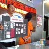 Edi Samroni pengguna sekaligus pengedar sabu saat diamankan polisi, Kabupaten Malang (Foto : Satreskoba Polres Malang for MalangTIMES)