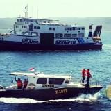 Kapal Polisi (KP) X-1033 kebanggaan Korps Biru - Biru berkekuatan 6 personil sedang menyisir Selat Bali
