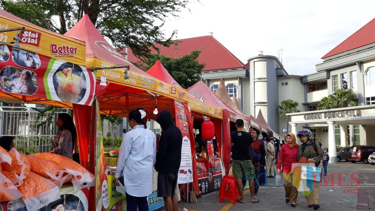Suasana festival kuliner yang diselenggarakan Pemerintah Kota Batu untuk menjamu wisatawan. (Foto: Nurlayla Ratri/MalangTIMES)