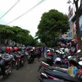 Belum Genap Lima Jam Ditertibkan, Parkir Liar di Kota Malang Kembali Beroperasi
