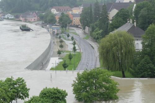 Dinding Anti Banjir Grein di Austria (foto: screenshot Youtube)