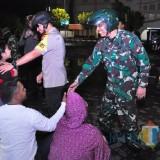 Kapolres Lumajang Patroli Naik Motor Sembari Sapa Warga Di Jalanan