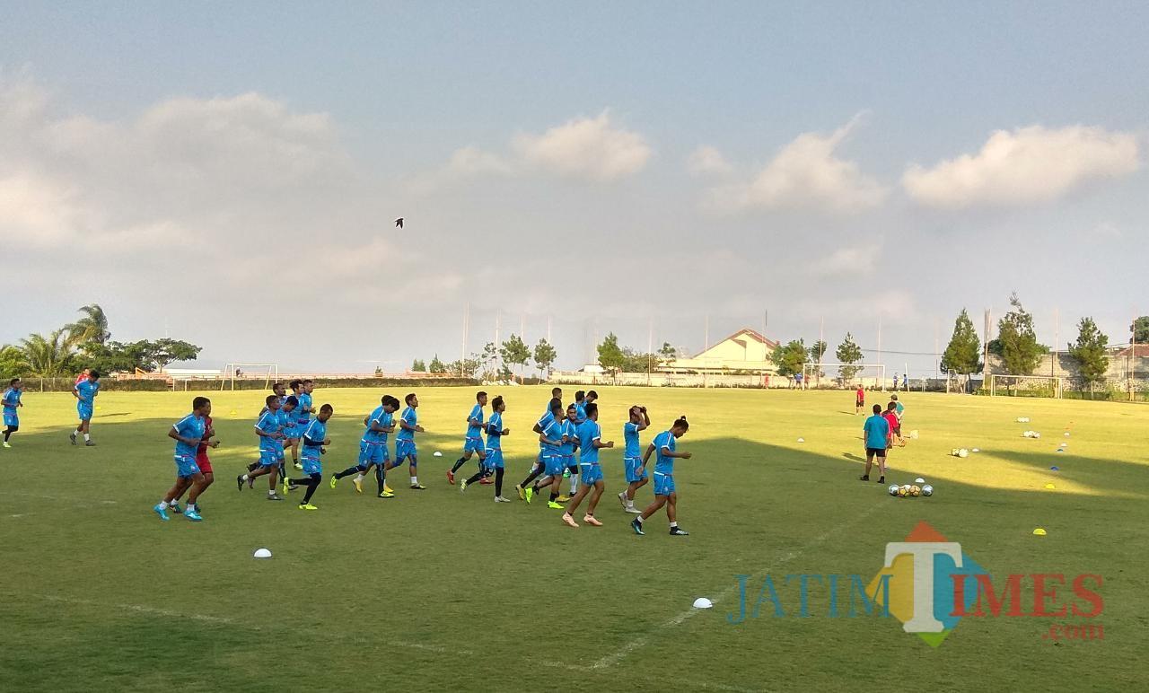Arema FC saat menjalani latihan di Lapangan Agro Kusuma, Batu, pada pertengahan musim 2018 silam (Hendra Saputra)