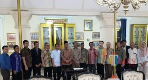 Bupati Malang Rendra Kresna dan jajarannya yang secara militan berjuang menggolkan KEK Singosari (dok MalangTIMES)