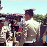 Situasi tempat parkir barang bukti kendaraan yang terlibat kecelakaan lalu lintas di Banyuwangi.