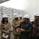 Tim Pengendali Inflasi Daerah (TPID) Kota Malang saat melakukan inspeksi komoditas pangan jelang Natal 2018. (Foto: Nurlayla Ratri/MalangTIMES)