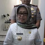 Bupati Jombang, Hj Mundjidah Wahab saat diwawancarai sejumlah media sesuai menggelar pertemuan dengan Forum Silahturahmi Alumni Universitas Darul
