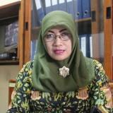 Caption gambar: Plt Kepala Dispendukcapil Kabupaten Jombang, Dra Dwi Yudawati saat diwawancarai sejumlah wartawan di ruangannya. (Foto : Adi Rosul / JombangTIMES)