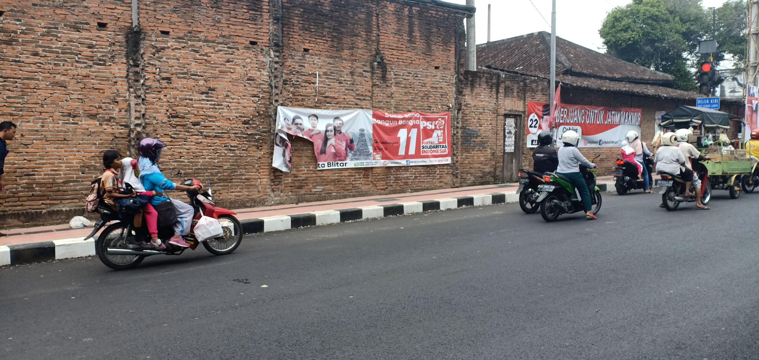 Atribut PSI di Jalan Jati Kota Blitar yang diduga dirusak OTK (Ist)