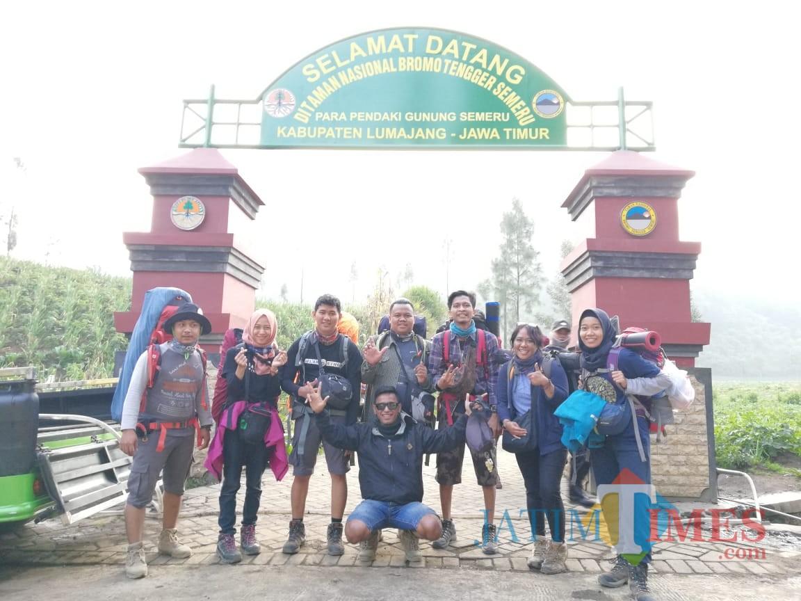 Ilustrasi, para pengunjung yang akan masuk ke kawasan wisata Taman Nasional Bromo Tengger Semeru. (Foto: Dokumen MalangTIMES)