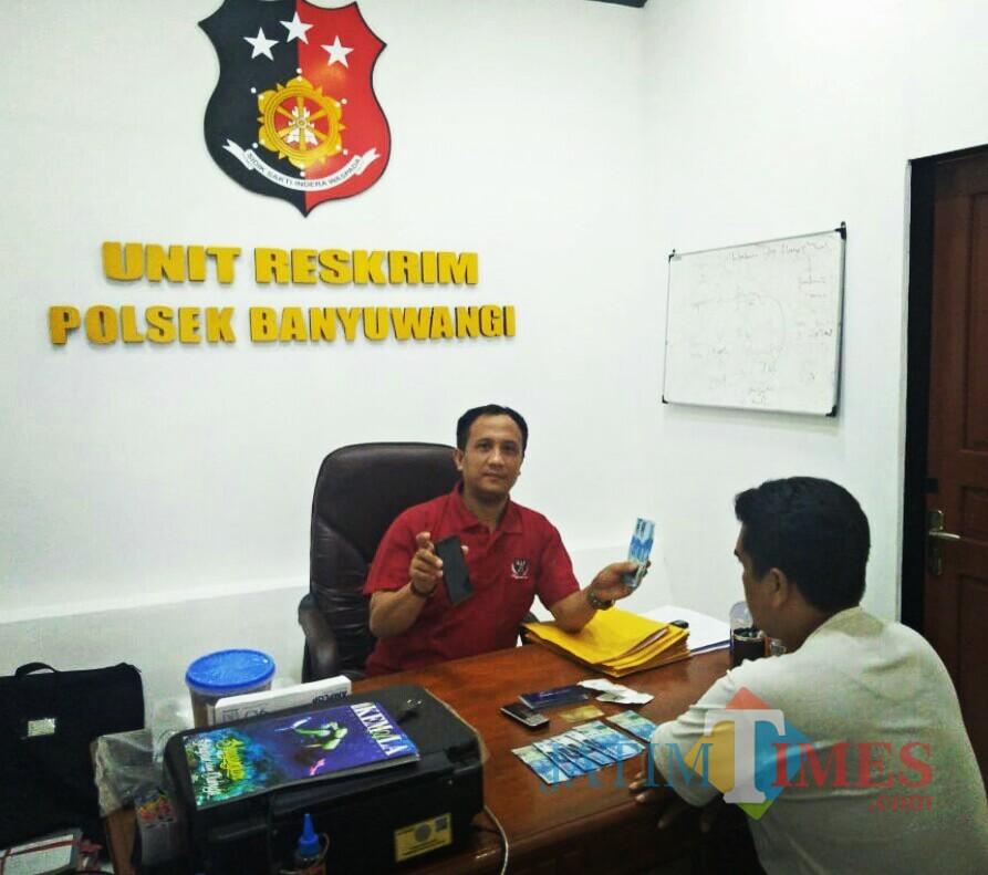 Sesaat usai pelaku diamankan bersana barang buktinya dan diinterogasi Kanitreskrim Ipda Nurmabsyah SH MH di Mapolsek Kota