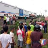 Situasi lokasi kejadian kecelakaan kereta api yang mengakibatkan santri dari Ponpes MQ Tebuireng meninggal dunia. (Foto : Adi Rosul / JombangTIMES)