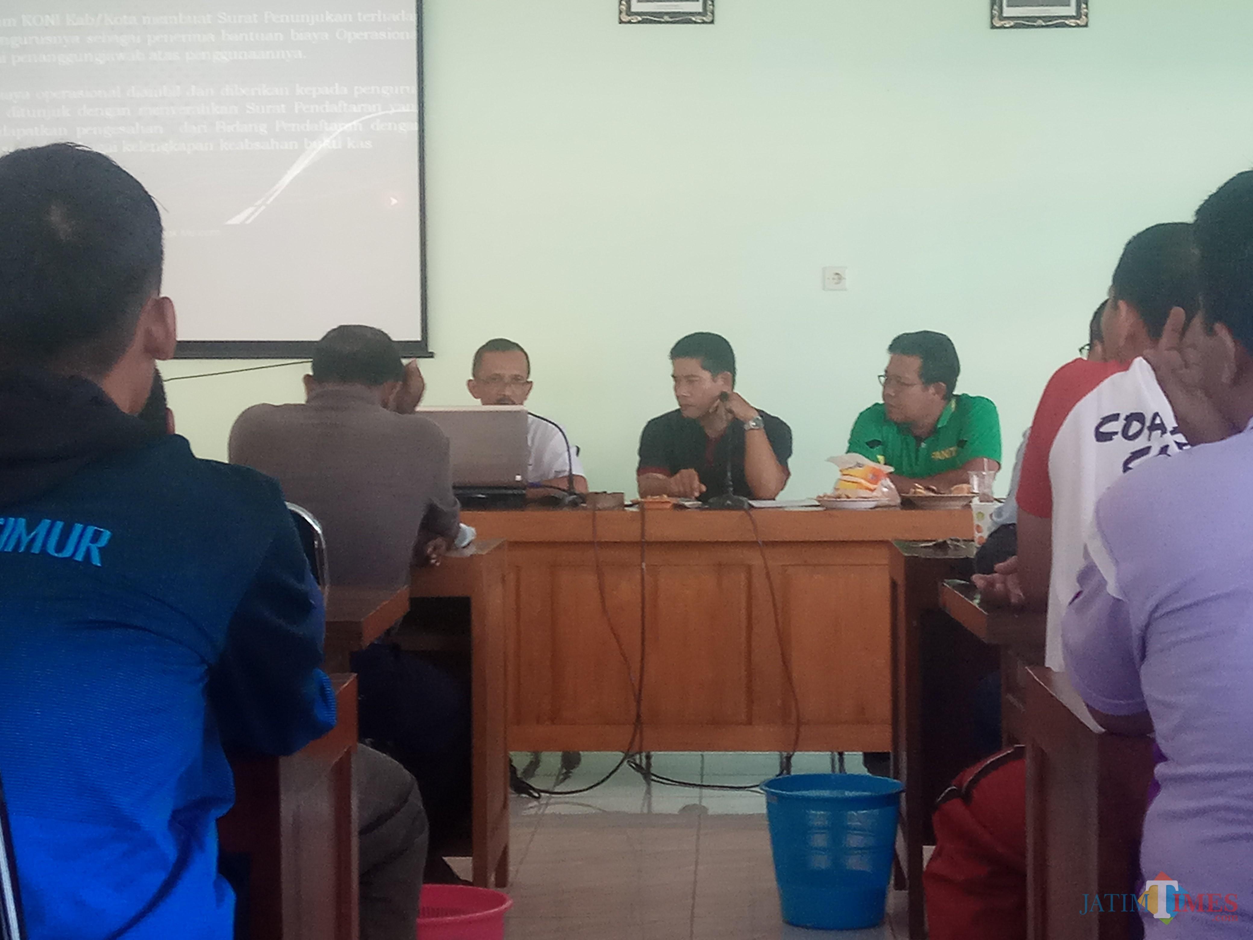 Pengurus Koni Banyuwangi saat rapat memutuskan tidak ikut Porprov 2019