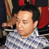 Kabag Program, Data, Organisasi dan SDM KPU Jatim Suharto Totok saat memberikan keterangan pada awak media. (eko Arif s /JatimTimes)