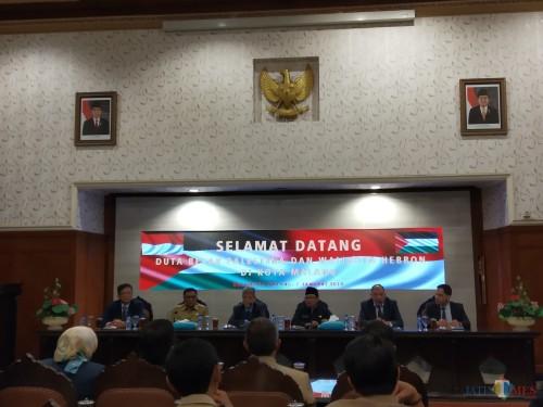 Forkom GTT/PTT Jawa Timur, saat di kantor Komnasham Jakarta (Agus Salam/Jatim TIMES)