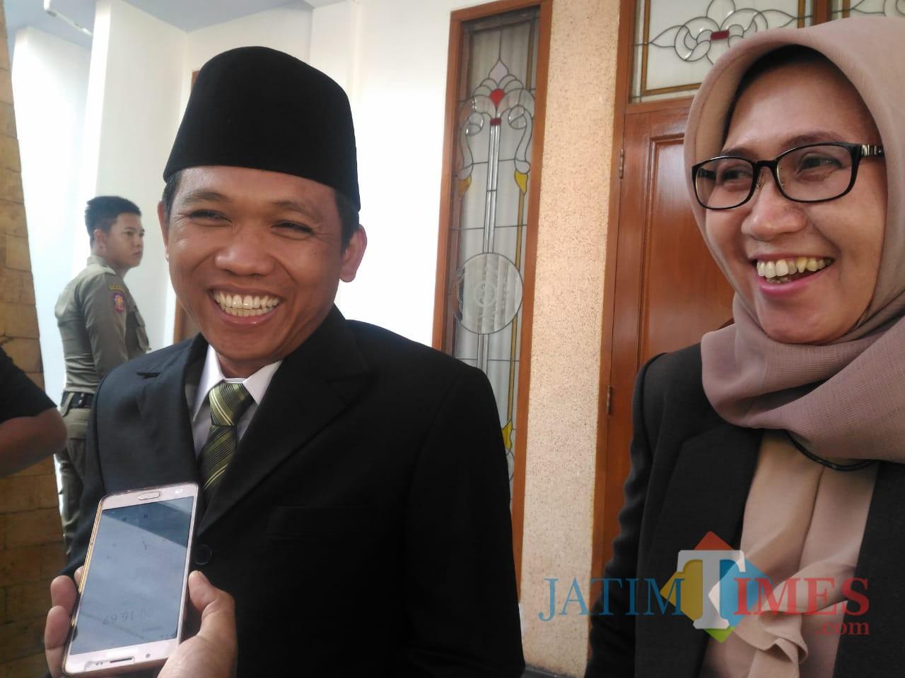 Inilah ekspresi Bupati dan wabup Lumajang saat dikonfirmasi terkait pria berinisial R. (Foto : Moch. R. Abdul Fatah / Jatim TIMES)