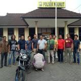Maling dan sepeda motor yang berhasil diungkap Polsek Ngunut (foto : Dokpol / TulungagungTIMES)
