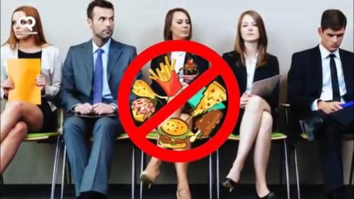 Saat menunggu giliran wawancara dilarang untuk membawa makanan dan minuman. (Sumber: youtube)