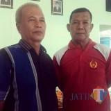 Ki Agus Syakur alias KGS (kiri)  saat memberikan keterangan kecilnya anggaran KONI Banyuwangi.