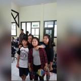 Chin-Chin bersama dengan ketiga anaknya