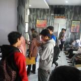 Suasana ruang SKCK yang dipadati para pemohon SKCK (Anggara Sudiongko/MalangTIMES)