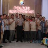 Kapolres Banyuwangi Berfoto bersama dengan anggota PWI Banyuwangi.