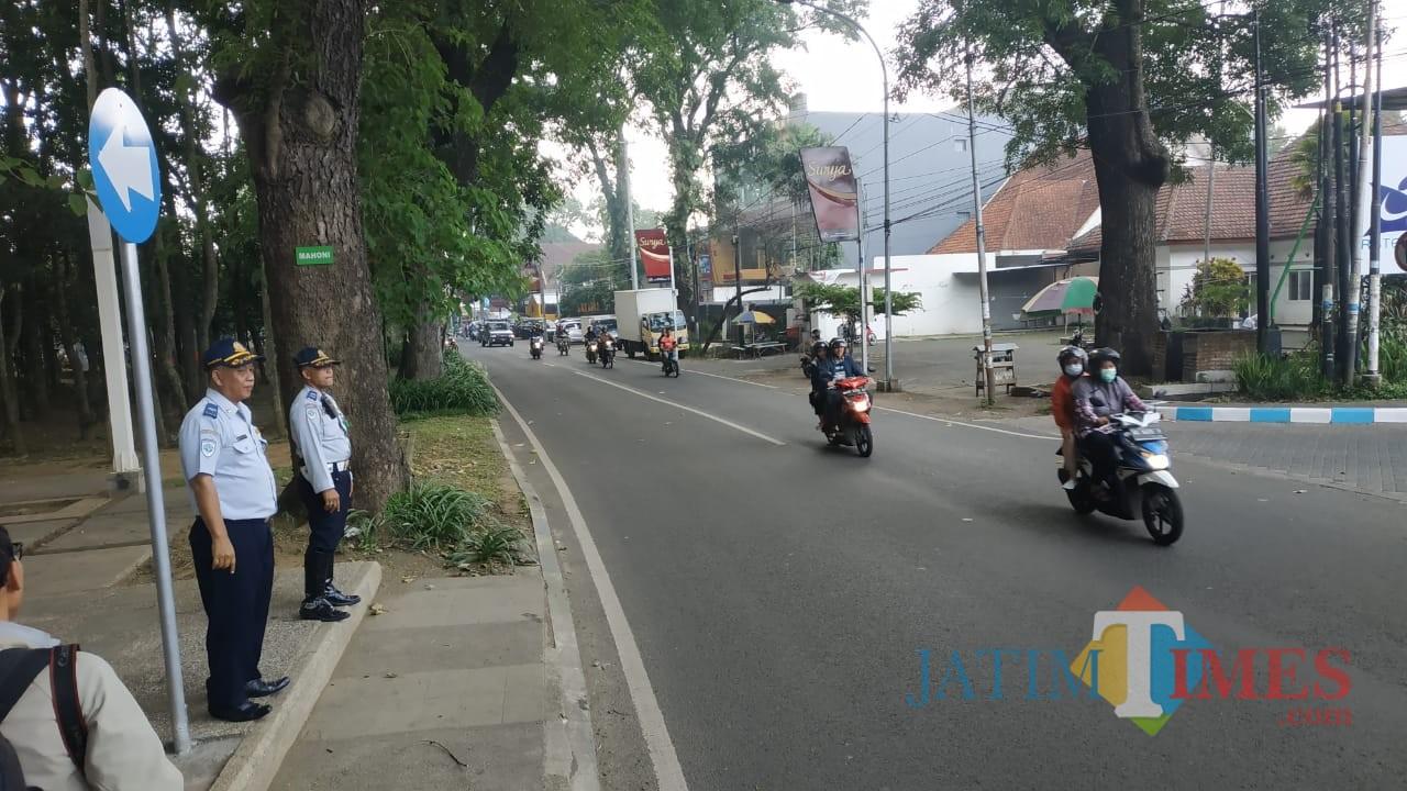 Lalu lintas di Jalan Jakarta terpantau lancar usai penetapan rekayasa satu arah dengan Jalan Simpang Ijen, Kota Malang. (Foto: Nurlayla Ratri/MalangTIMES)