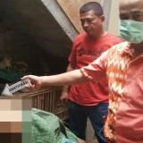 Petugas lakukan olah TKP dan VER pada tubuh korban Yani / Foto : Dokpol / Tulungagung TIMES