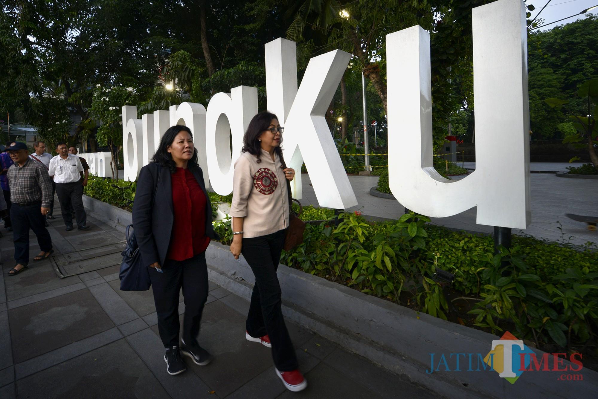 Perwakilan delegasi ketika meninjau Taman Bungkul.
