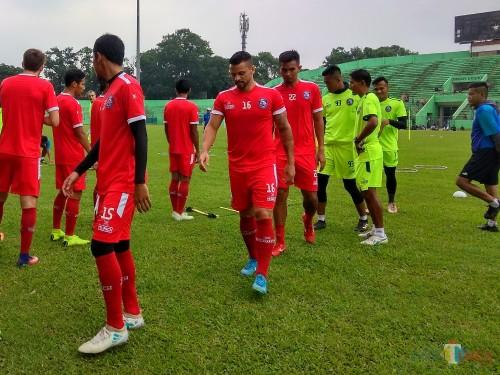 Striker asing baru Arema FC, Robert Lima Guimaraes (nomor 16) (Hendra Saputra)