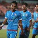 Bagas Adi Nugroho (paling depan) saat masih membela Arema FC. (instagram @aremafcofficial)