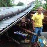 Kondisi rumah warga yang porak-poranda paska dihempas angin kencang, Kecamatan Kepanjen (Foto : Istimewa)