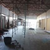 Pembangunan kios di Pantai Prigi Trenggalek. / Foto : Rudi Yunirianto / Trenggalek TIMES